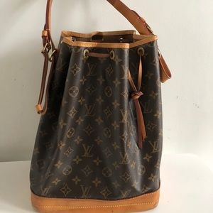 Used LV BAG IN GOOD CONDITION